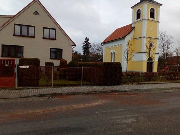 Pohled na místo vKošicích na Táborsku, kde se vúterý ráno stala tragická nehoda.