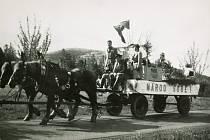 Průvod z Louňovic pod Blaníkem do Prahy u příležitosti výročí postavení Národního divadla, v roce 1968.