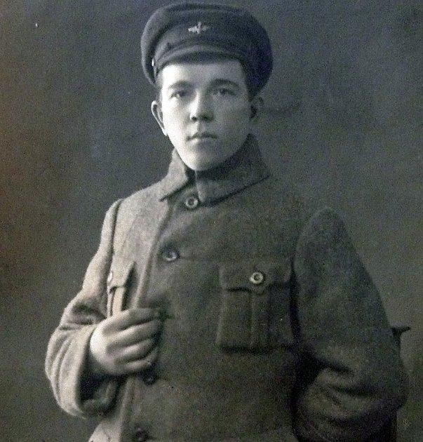JAKO VOJÁK. Josef Slavíček se nechal zvěčnit ve vojenské uniformě, ve které sloužil vprvní světové válce.