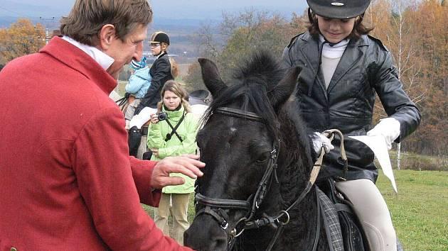 Koně se vzpouzeli archům diplomů, nejvíc se bránil malý poník nejmladší jezdkyně.