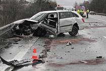 Dopravní nehoda na táborském obchvatu u Měšic.
