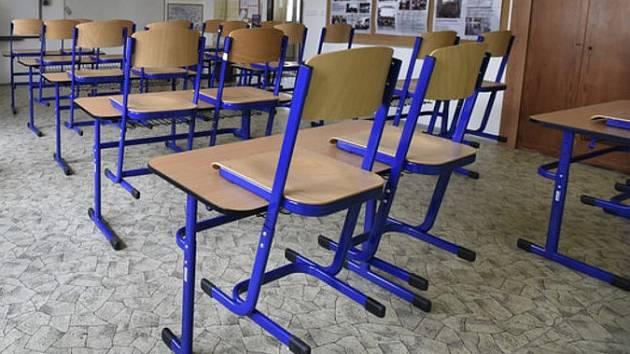 Školní lavice zůstaly prázdné.