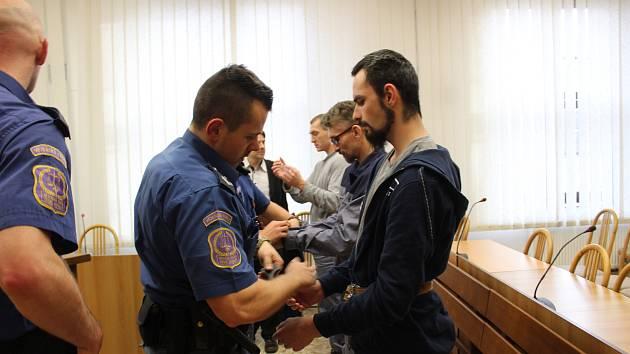 Soud začal rozplétat případ vraždy, ke které došlo v srpnu loňského roku v chatové oblasti poblíž Tábora.