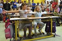 První den ve škole si užívali především prvňáčci