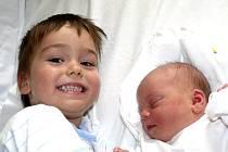 DANIELA LONGINOVÁ Z TÁBORA. Sestřička tříletého Davídka se narodila 20. května ve 23.08 hodin. Vážila  3020 g a měřila 49 cm.