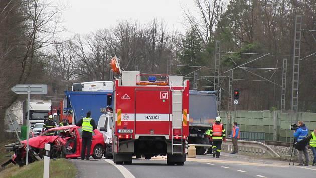 Smrtelná nehoda mezi Doubím u Tábora a Planou nad Lužnicí v lokalitě pod rybníkem Hejtman omezuje provoz. Automobilová doprava je odkláněna přes Košice.
