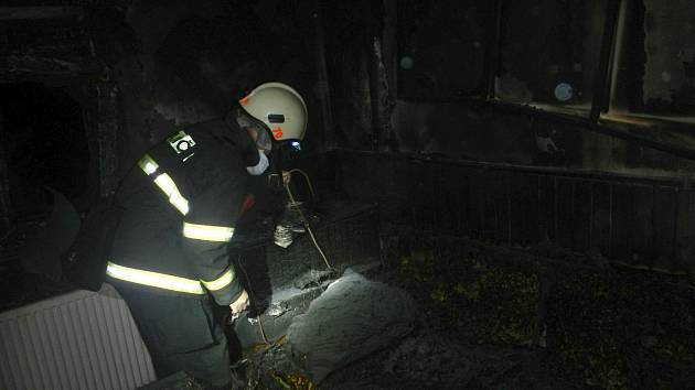 Při požáru chaty ve Veselí nad Lužnicí byla zachráněna jedna osoba.
