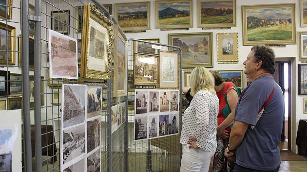 Minulý rok hostil Památník Mladovožicka výstavu Obrazy versus fotografie.