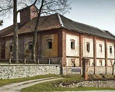 Pivovar byl založený roku 1581. Nechal jej vystavět tehdejší majitel chýnovského hradu Zdeněk Malovec. Pivovar, stejně jako vedlejší panské sídlo, střídal často majitele.