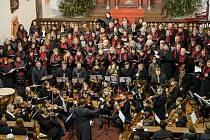 Sbor, který čítá téměř 40 členů, dělá radost zpěvem sobě i posluchačům v Plané nad Lužnicí a okolí již 12 let.
