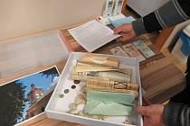 Tři protagonisté spolu připravili obě schránky a umístili je na věž kostela Nanebevzetí panny Marie v Budislavi.