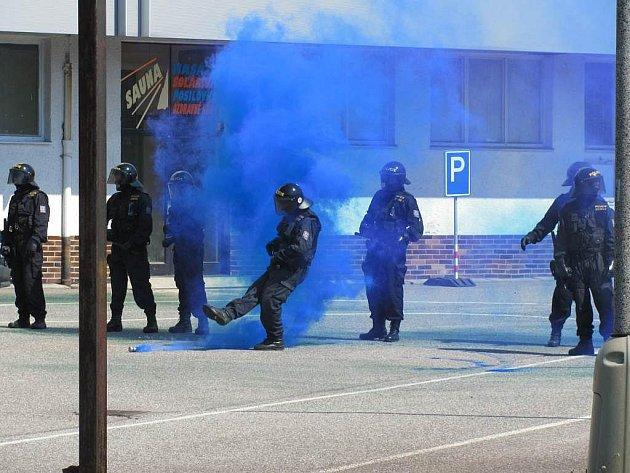 Nácvik pořádkových jednotek policie.
