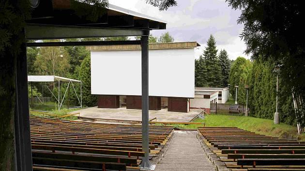 Letní kino v Sezimově Ústí.