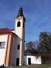 Opravený zámek a odbahněný rybník patří k posledním dokončeným investičním akcím v Myslkovicích.
