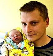 FILIP ČEŠEK Z ČEKANIC. Rodičům Kateřině a Petrovi se narodil 21. června v 18.49 hodin  jako jejich první dítě. Vážil 3230 g, měřil 50 cm.