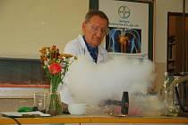 Chemik Petr Koloros na Veletrhu nápadů předvádět pokusy