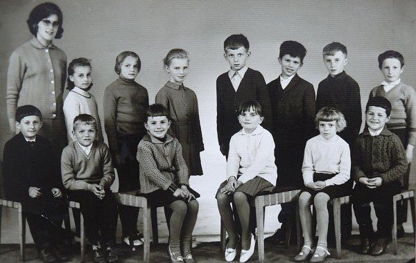 Zdeňka Filipová byla vroce 1970ve třetí třídě (na fotografii druhá zprava vdolní řadě).