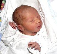 JAN SPĚVÁČEK Z TÁBORA. Svého prvorozeného syna se šťastní rodiče Linda s Vítem dočkali 27. ledna třicet šest minut po třiadvacáté hodině. Malý Honzík po narození vážil 2580 g a měřil 48 cm.
