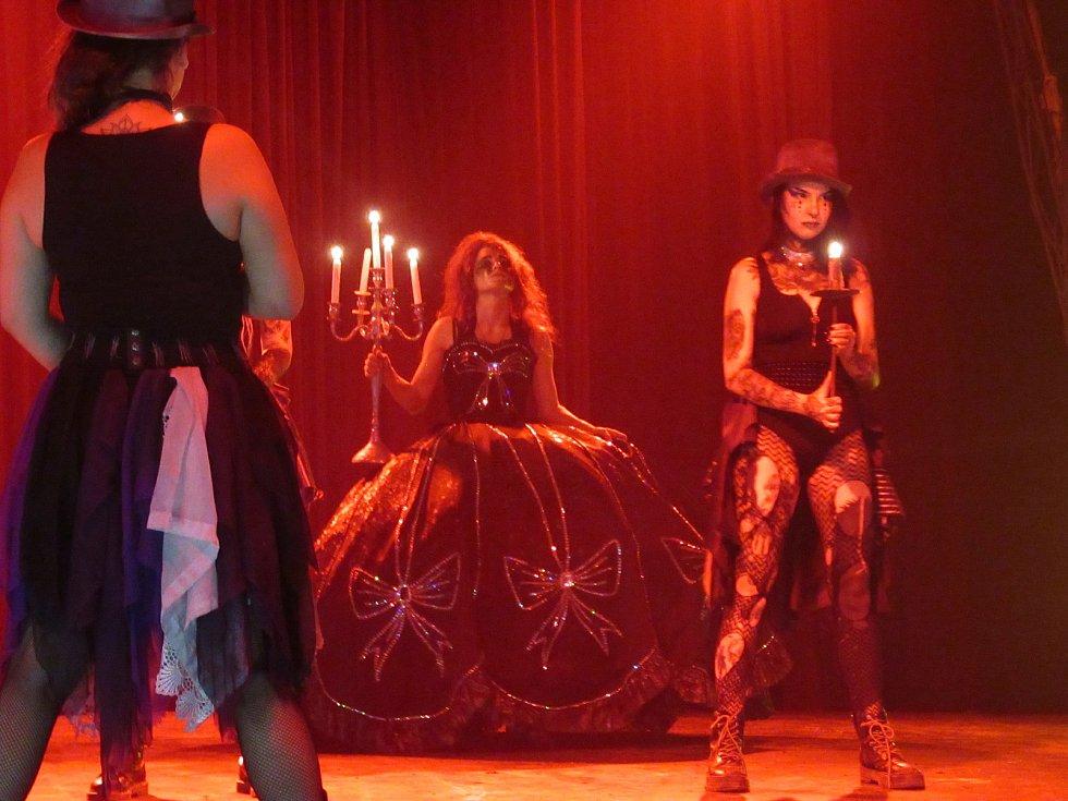V Táboře do neděle hostuje jedinečný český cirkus, hororová rodina Ohana přijela do druhého největšího města v kraji poprvé.