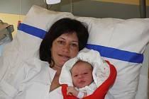 NELA PATOČKOVÁ v náručí maminky Marty Müllerové. Narodila se v táborské nemocnici v pondělí v 11.54 hodin. Vážila 3200 gramů.
