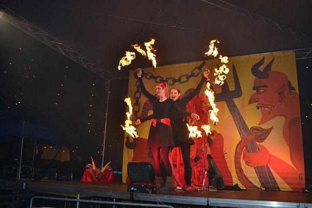 Na děti čekala na táborském Žižkově náměstí pekelná show.