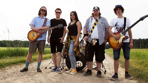 Utíkej! za sebou mají řadu vystoupení na menších i větších festivalech, nyní vydali nový singl Tulák.