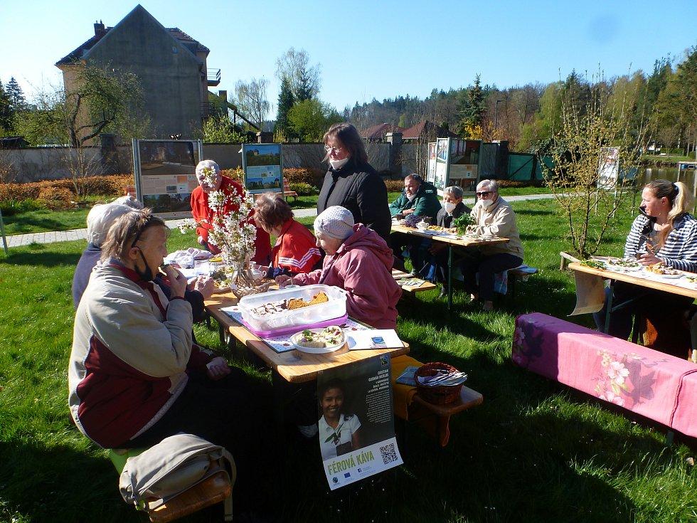 Na férovou snídani se sešli v sobotu příznivci fair trade a lokálních pěstitelů v Plané nad Lužnicí.