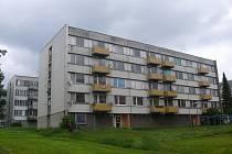 Panelové domy firmy Amra ve Veselí nad Lužnicí.