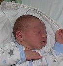 Sebastian Koktan z Tábora. Přišel na svět 16. dubna patnáct minut po třiadvacáté hodině. Bráška sedmileté Viktorky po narození vážil 4210 gramů a měřil 54 cm.