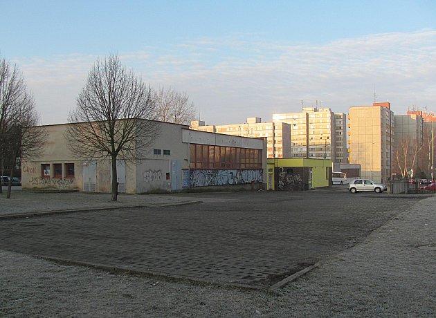 Prostor ve Světlogorské ulici má nabídnout až 40 míst k parkování.