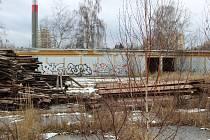 Místo ruin bývalých garáží a několika dalších podobných budov vznikne za půl roku v centru Tábora nový park.