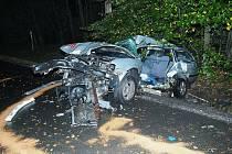 U Bechyně narazil mladý řidič do stromu, při převozu bohužel zemřel.