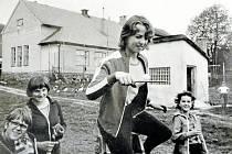 Oslavy Mezinárodního dne dětí na základní škole v Jistebnici v roce 1981.