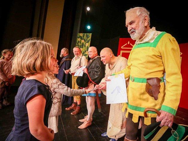 V pátek zahájilo jubilejní ročník Táborského festivalu vína Divadlo Járy Cimrmana.