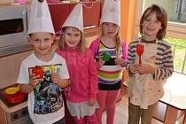 V semifinálovém kole kulinářské soutěže Coolinaření s Albertem zvítězili také předškoláci z MŠ v Čelkovicích, na snímku reprezentanti třídy (zleva) Patrik Kubera, Lucie Hudková, Sofie Burdová a Klára Krumrová.