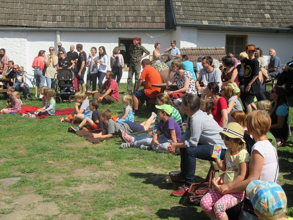 Na Kozí farmě u Svobodů v Turovecké ulici v Chýnově se již tradičně konaly Trhy ve dvoře.