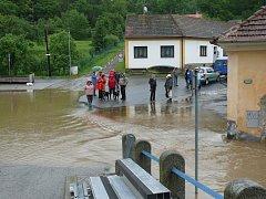 POVODNĚ. Zářečí první den povodní