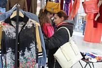 Festival Jeden svět v Táboře připravil pozoruhodný happening: bazárek oblečení na náměstí T.G.M.
