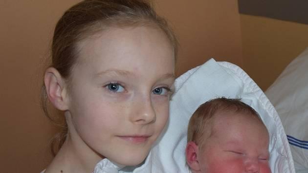 Nela Pěknicová z Plané nad Lužnicí.  Narodila se 27. březnav 16.09 hodin. Vážila 4450 gramů, měřila 52 cm a už má sestřičku Nikol, které je téměř devět let.