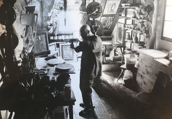 UMĚLEC Ivan Uhlíř ve svém bývalém ateliéru.