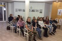 Děti převzaly titul Mladý hrdina na městském úřadě v Plané nad Lužnicí.