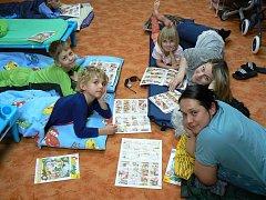 Děti stráví noc v knihovně. Z připraveného programu si odnesou spoustu zážitků.