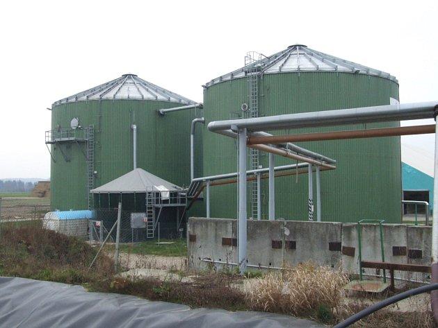 O stavbě bioplynové stanice jednají například ve Hvožďanech, Hrobech u Radenína a v Želči. Obyvatelé obcí se bojí zápachu, který bioplynka přináší.