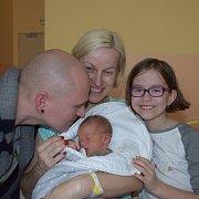 Jáchym Čížek z Tábora. Na svět poprvé pohlédl 1. dubna ve 23.45 hodin. Po narození vážil 3130 gramů, měřil 49 cm a doma už má tři sourozence.