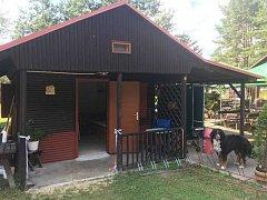 Chatovou osadu u řeky Lužnice vlastní noví majitelé. Pod rukama jim prochází rozsáhlou rekonstrukcí.