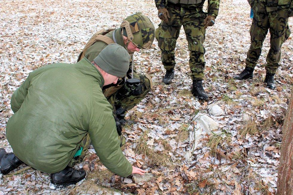 Ženisté trénovali identifikaci výbušných zařízení.