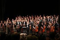 Komorní orchestr se rozrostl a v současnosti úžívá nový název Táborský symfonický orchestr Bolech.