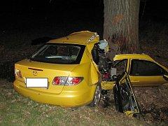 Mazda, v níž  3. dubna u Tučap zemřeli dva mladí lidé.
