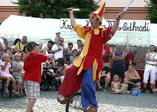 Stejně jako loni si i nyní o slavnostech ve Veselí děti přijdou na své. Mohou se těšit na pohádku Nejkrásnější hádanka, tvořivou dílnu i jízdu z kopce na čemkoliv. Při minulém ročníku je zase pobavilo vystoupení klauna.