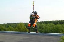 Hasiči lezci jsou schopní pracovat ve výškách i hloubkách.